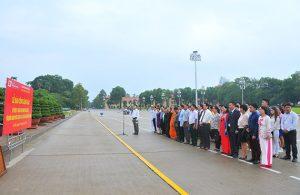 Lễ Báo công dâng Bác và vào lăng viếng Chủ tịch Hồ Chí Minh.